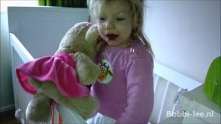 Peuter Bobbi-Lee van 2 jaar wordt WAKKER en Praat met PAPA even de dag door. WAT GAAN WE DOEN. #082