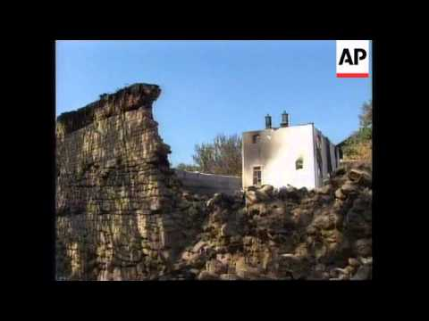 KOSOVO: SERB FORCES CONTINUE BURNING ETHIC ALBANIAN VILLAGES