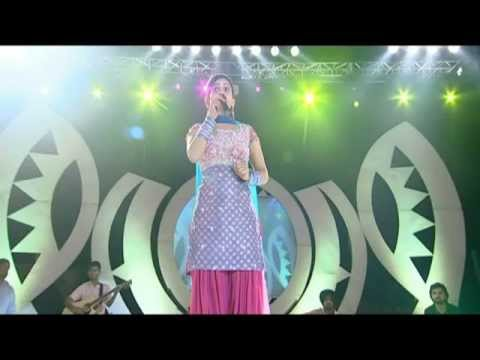 MISS POOJA  - CHAMAK CHALO - JUGNI (LIVE IN CONCERT 2)