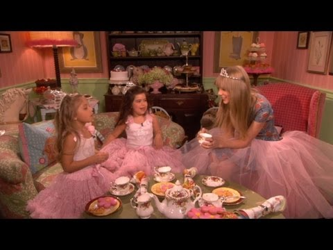 sophia-grace-rosie-do-tea-with-taylor-swift-.html