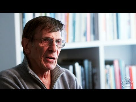 Leonard Nimoy does a William Shatner Impression on  Hero Complex: The Show - Part 2