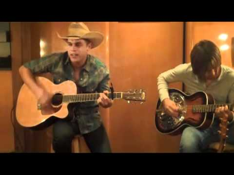 Dustin Lynch - She Cranks My Tractor