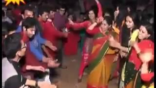 Download Biye barir sexy group dance. 3Gp Mp4