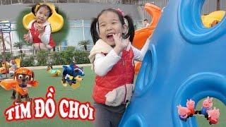 SĂN TÌM ĐỒ CHƠI BẤT NGỜ 😍 Tìm đồ chơi trong công viên ♥ Dâu Tây Channel
