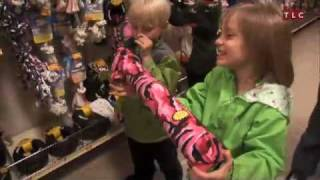 Table for 12: Hayes Get a Puppy - Pet Store Visit