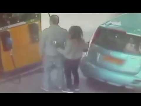 За отказ дать сигарету девушка подожгла автомобиль на автозаправке\Crazy Girl