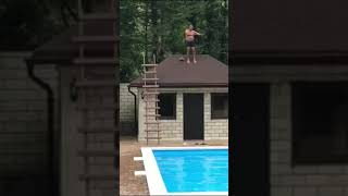 MAN SMASHED FACE ON CONCRETE ATTEMPTING TO JUMP OFF ROOF INTO POOL!!
