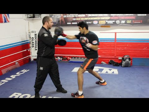 BOLLYWOOD STAR VIJENDER SINGH PAD WORKOUT (WITH LEE BEARD) AHEAD OF PRO-DEBUT ON OCT 10 / WW3