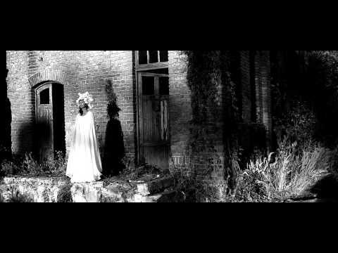 ALEXANDRINA / ORASUL UMBRE
