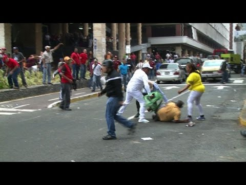 Venezuelan opposition and Chavistas clash in Caracas