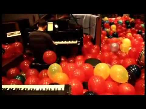 Chester & Mike - Ballon crawl Music Videos