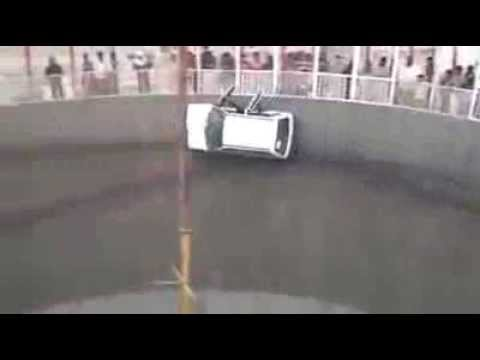Funny And Amazing Videos, Car is Driven On Wall Just amazing