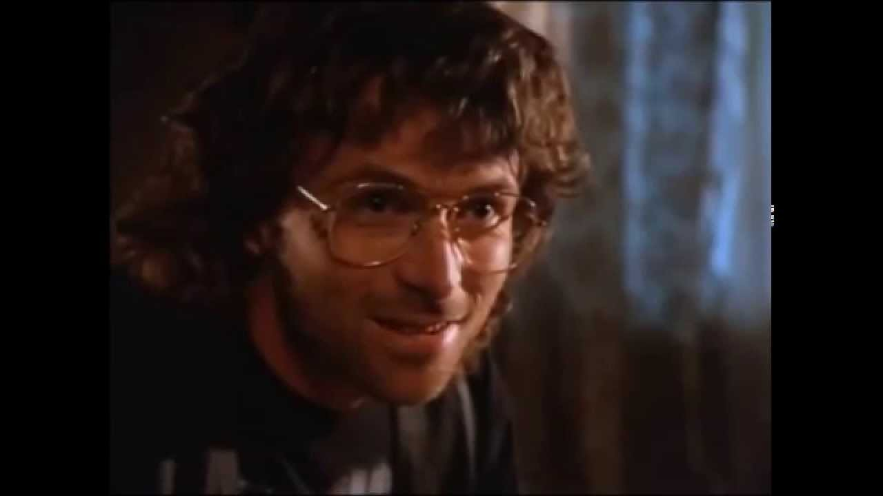 david koresh David koresh was the american cult leader of the branch davidians sect,  believing himself to be its final prophet koresh came from a dysfunctional family .