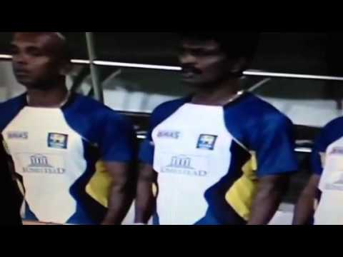 Srilankan  cricketers singing the national anthem