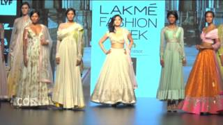Shruti hassan boob exposed In a fashion show