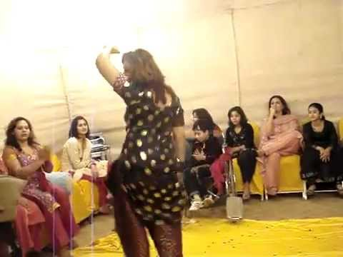 Pakistani hot girls home dance 2013
