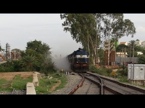 DUST STORM BLAST !! SPEEDING  KURLA EXPRESS 11014  AT CRLM