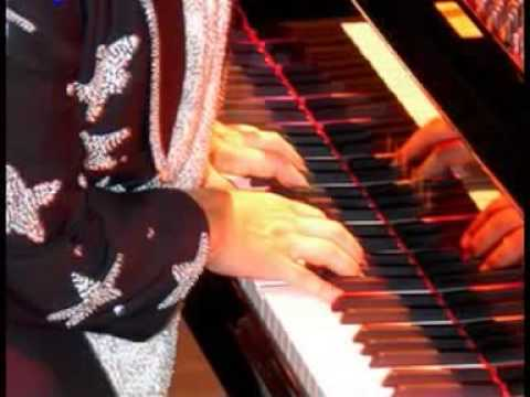 YOUR SONG / Lobo Solitario interpreta Elton John