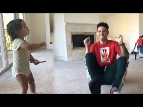 THE ACE FAMILY - 1 YEAR OLD DANCING **CRAZY FUNNY**