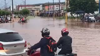 Chuva da madrugada deixa Picos inundadas
