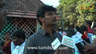 Jiiva Distributing Relief Materials To Chennai Flood Victims