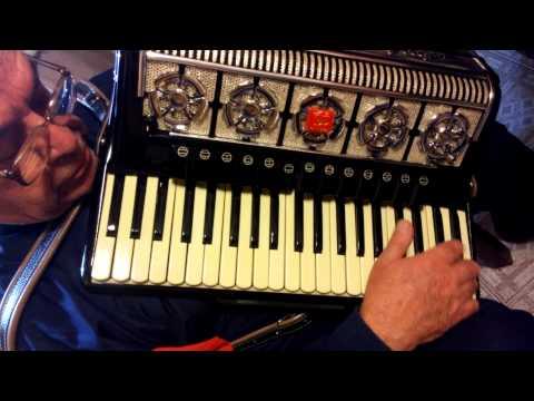 Acordeon a piano Ambassador