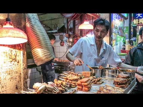 Hong Kong Street Food. A Walk Around the Stalls and Restaurants of Kowloon
