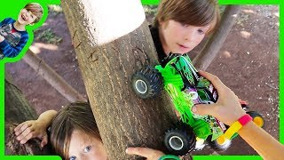 Monster Truck Treetop Adventure with 5 Grave Digger Toy Trucks