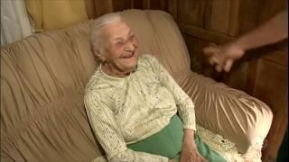 Com 104 anos, vovó ganha fama na internet ao pedir emprego