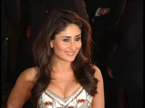 Sexy Kareena Kapoor Revealing Tight Bosoms video