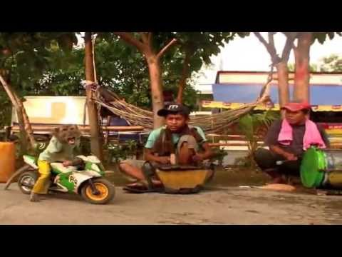 Jakarta Monkey Tour, Topeng Monyet