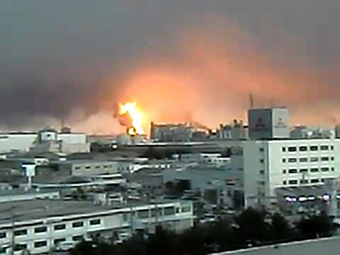 Oil Refinery Explosion in Japan 11-03-2011