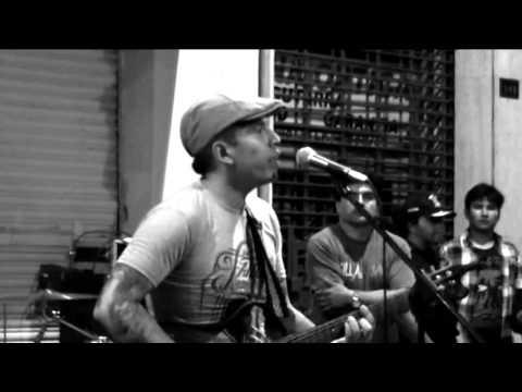 AQUI TODO ESTA BIEN - NO RECOMENDABLE - FIESTA EN LA CALLE