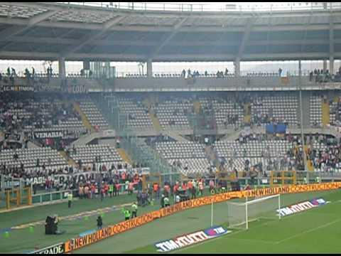 Juventus vs Parma 09-05-2010 Tifosi Scontri Curva Esplode Sospensione Partita