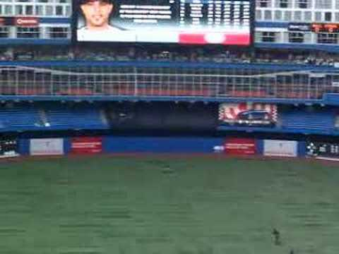 Chicago White Sox starting pitcher Mark Buerhle against Toronto Blue Jays leadoff hitter Alex Rios! One pitch ... one out!