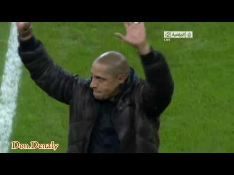 Roberto Carlos, antes de hacer el saque de honor en el Bernabéu