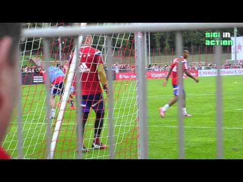 Teil 2: FC Bayern Training noch ohne Xabi Alonso am 31.08.2014 - Pep in Tiki-Taka Action