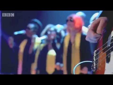 Yeah Yeah Yeahs - Under the Earth (w/ choir)  LIVE on Later... with Jools Holland