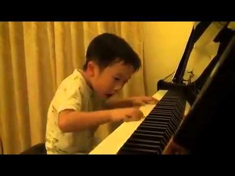 将来有望な4才の天才ピアニスト