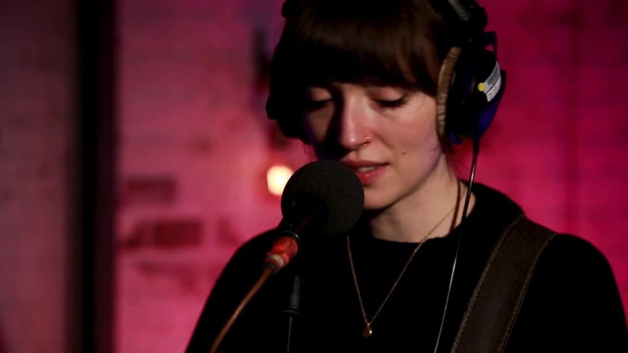 "Ex:Re (Elena Tonra (Daughter)) - 「BBC 6 Music Live Room」にて""The Dazzler""など2曲を披露 ライブセッション映像を公開 thm Music info Clip"