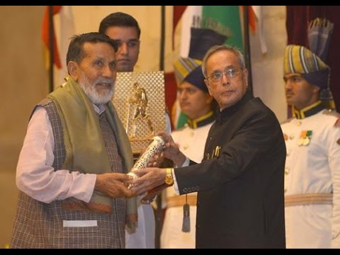 President Shri Pranab Mukherjee confers Gandhi Peace Prize 2013 on Shri Chandi Prasad Bhatt