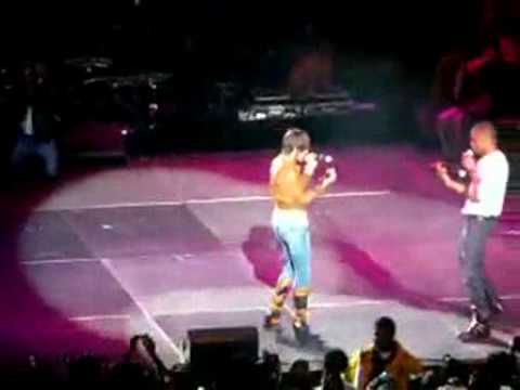 "Keri Hilson Dumps Water On Trey Songz While Performing ""Invented Sex"" On Stage With Usher!"
