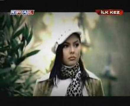 Ebru Gündes Kaçak  Video Klip video