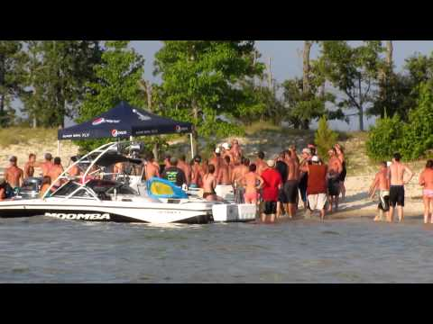 Fight on Lake Sam Rayburn.MOV