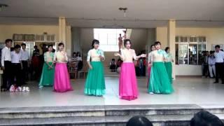 [Tổng duyệt] THPT Nguyễn Trãi : 12CB1 múa Let it go ft. Love me like you do