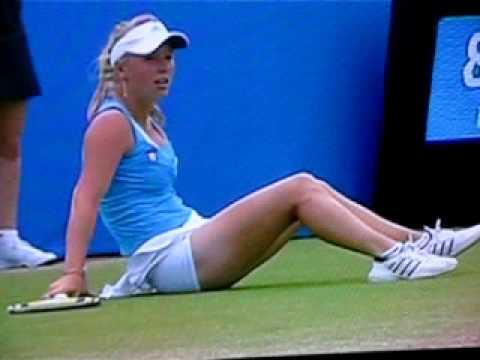 Caroline Wozniacki slips and falls