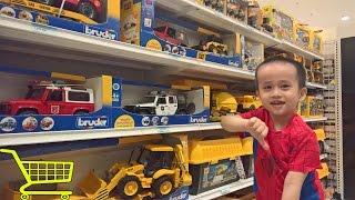 يذهب طفل إلى سوبر ماركت - شراء لعب اطفال