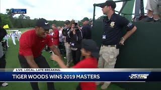 Golf fans celebrate Tiger Woods' Masters win at his Jupiter restaurant