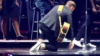 Download Lagu Justin Timberlake and Garth Brooks - Friends In Low Places - Nashville, December 19, 2014 Gratis STAFABAND