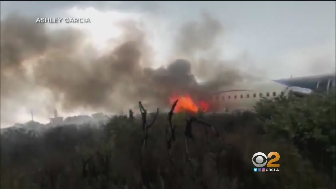 Passengers Describe Escaping Crashed Aeroméxico Flight